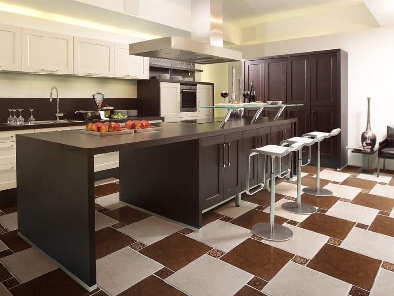 Комбинированная укладка плитки на кухне